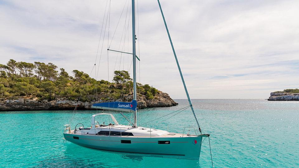 Sunsail 41.1 Monohull met 3 cabines op zee