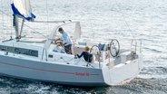 Paar aan boord van de Sunsail 38.2