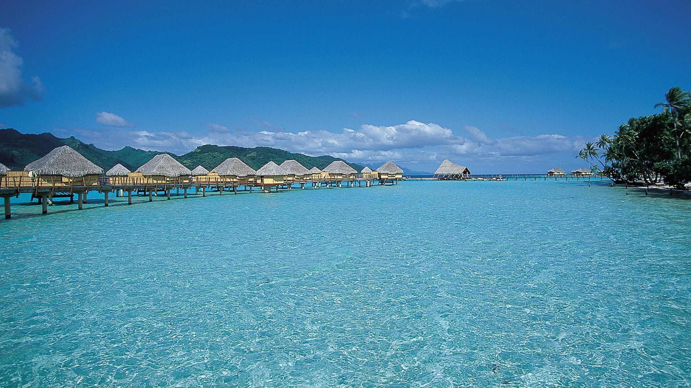 Hovering Huttes à Bora Bora